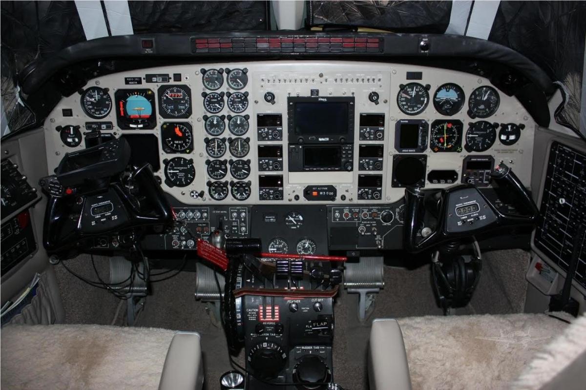 1990 BEECHCRAFT KING AIR C90A Photo 2