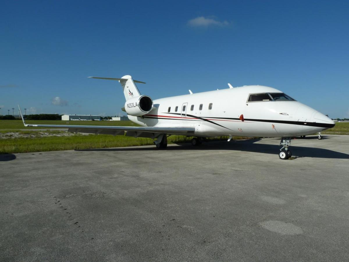 1989 Bombardier Challenger 601-3A Photo 2