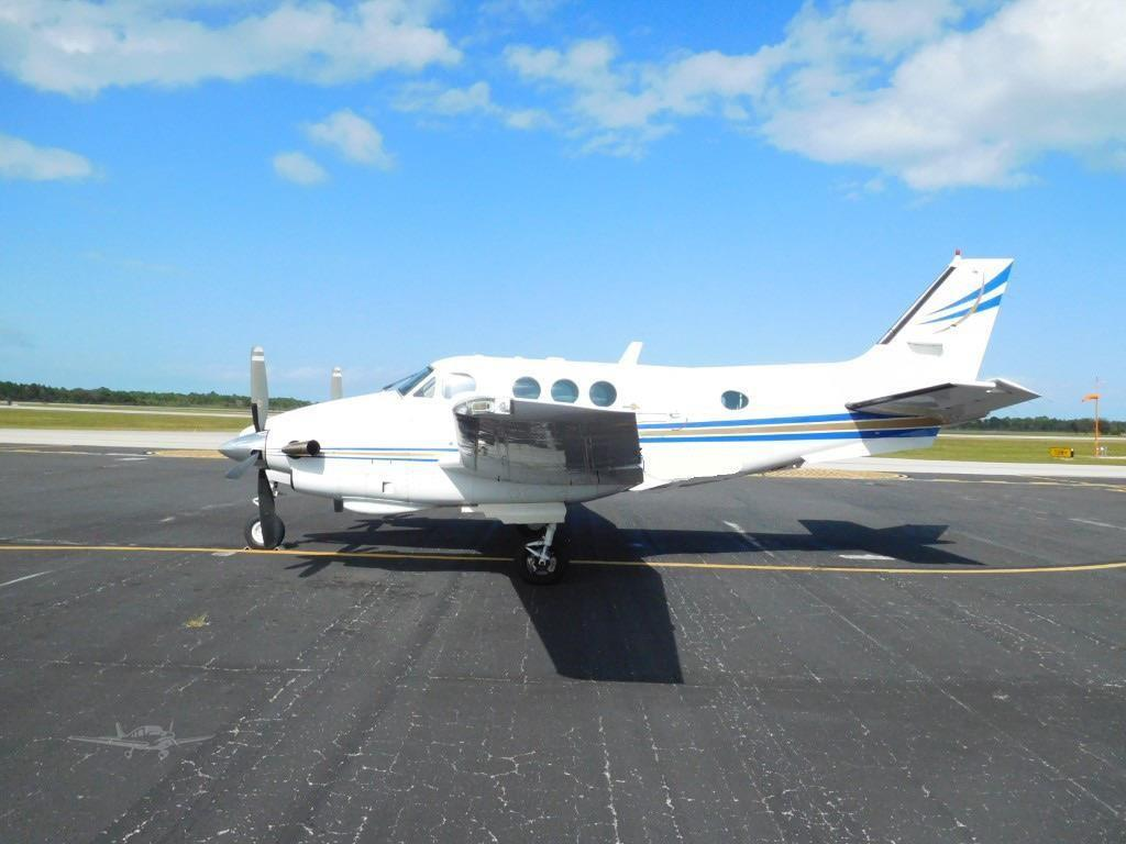 1982 BEECHCRAFT KING AIR C90-1 Photo 2