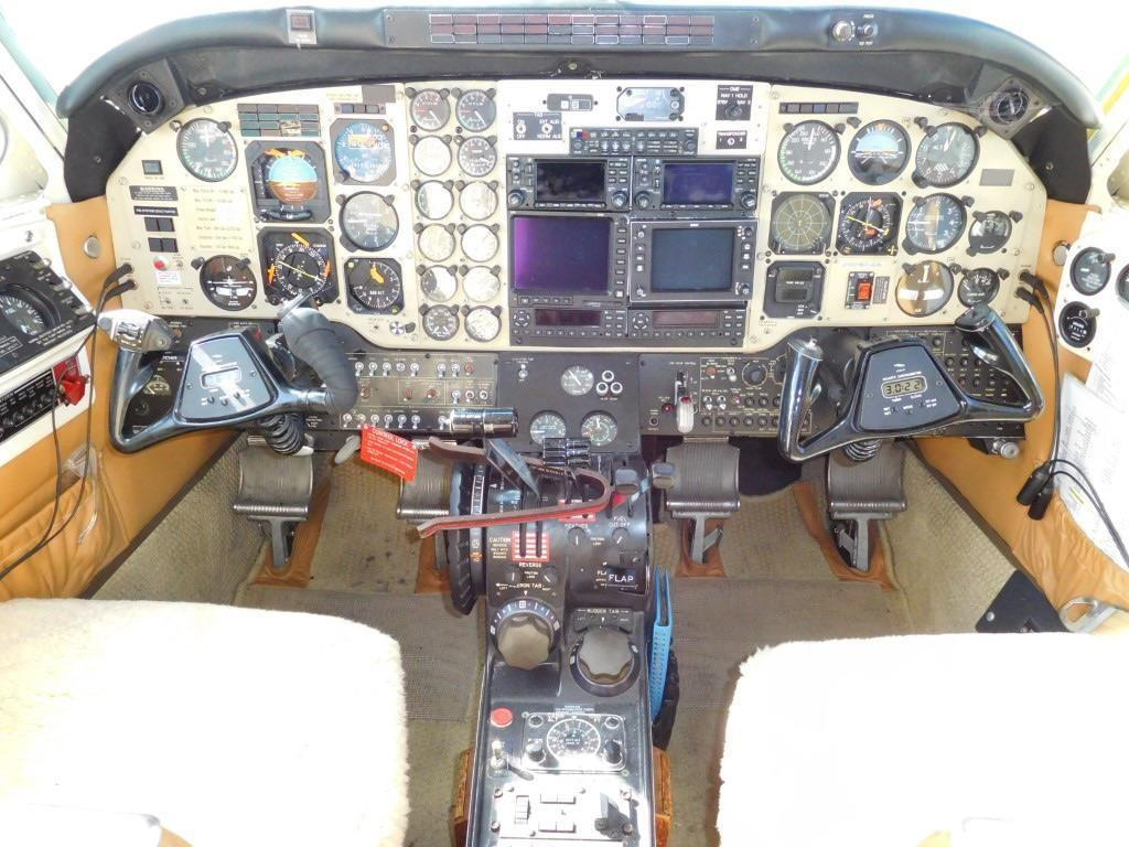 1982 BEECHCRAFT KING AIR C90-1 Photo 7