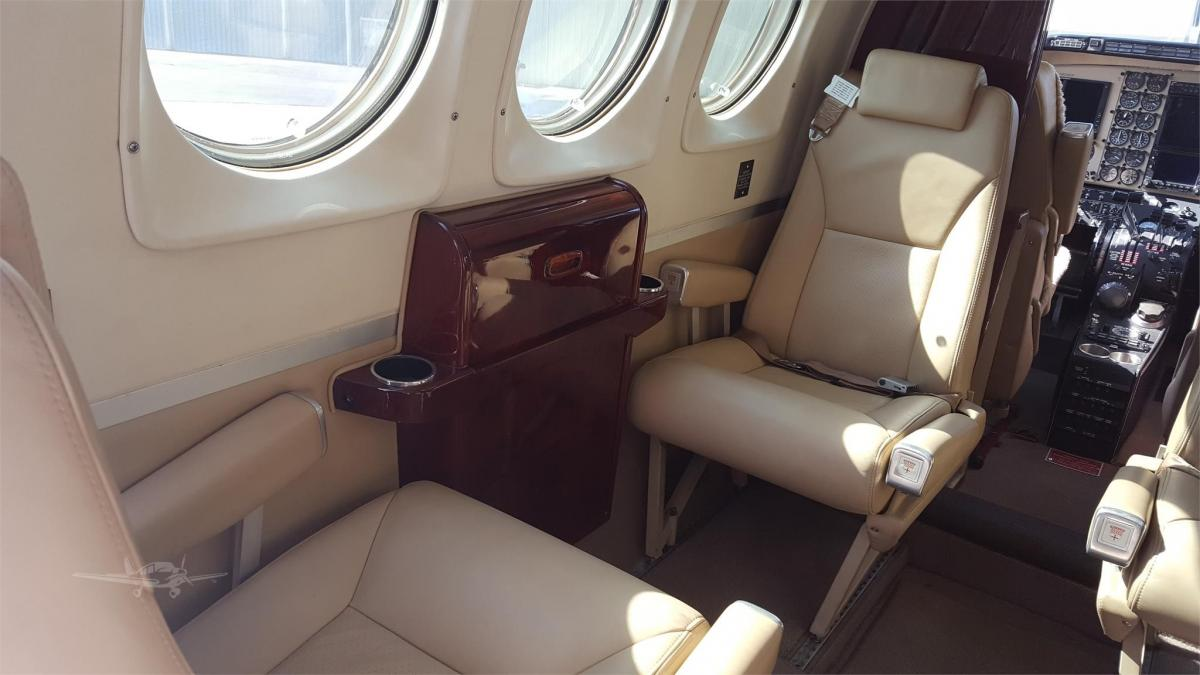 1978 BEECHCRAFT KING AIR C90 Photo 5