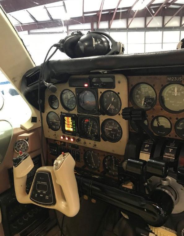 1982 BEECHCRAFT 58 BARON Photo 2