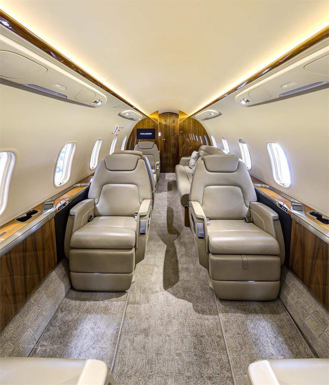 2015 BOMBARDIER/CHALLENGER 350 Photo 2
