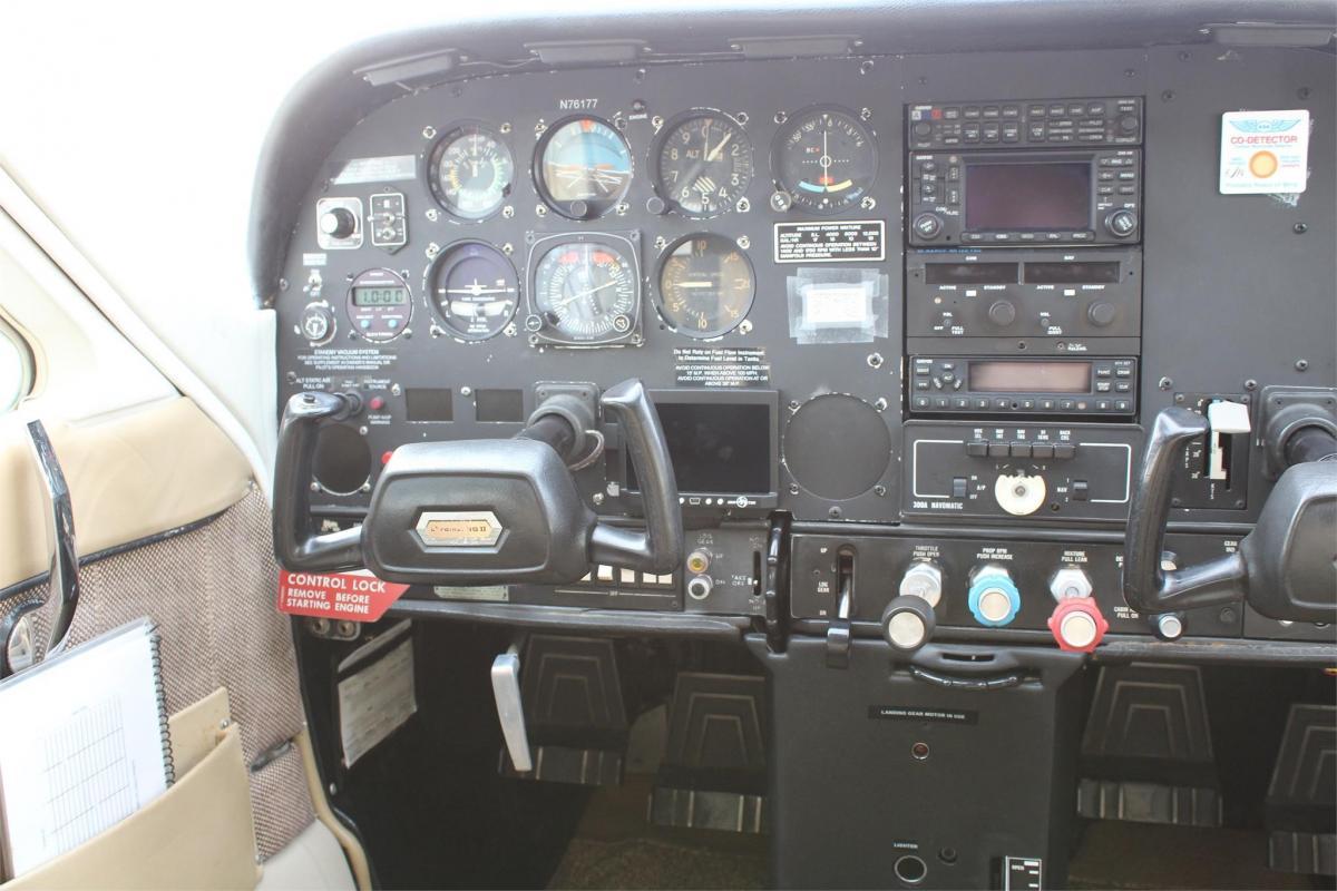 1976 Cessna 177RG Photo 5