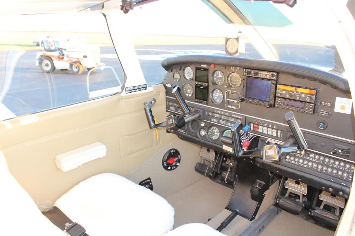 1977 Piper Arrow III Photo 4