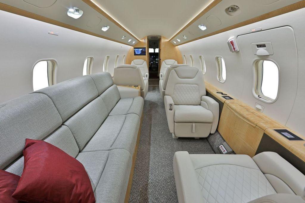 2012 Bombardier Challenger 300 Photo 5