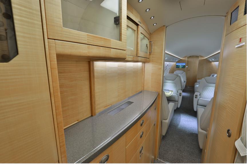 2012 Bombardier Challenger 300 Photo 6