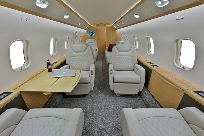2012 Bombardier Challenger 300 Photo 7