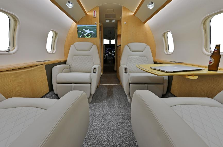 2012 Bombardier Challenger 300 Photo 3