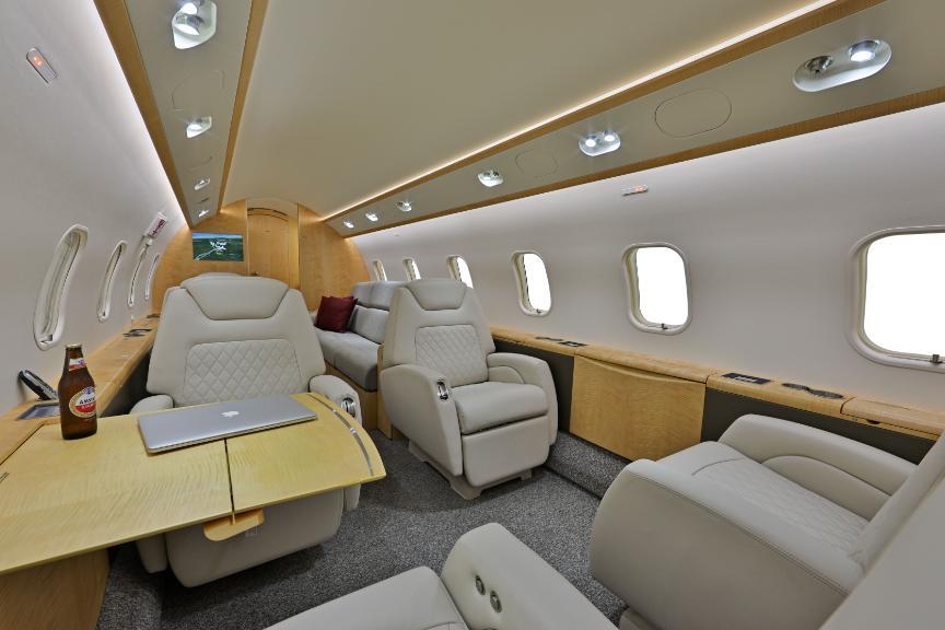 2012 Bombardier Challenger 300 Photo 4