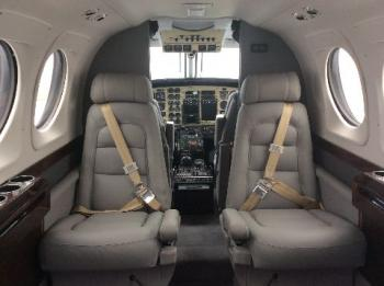 1998 Beech King Air C90B - Photo 2