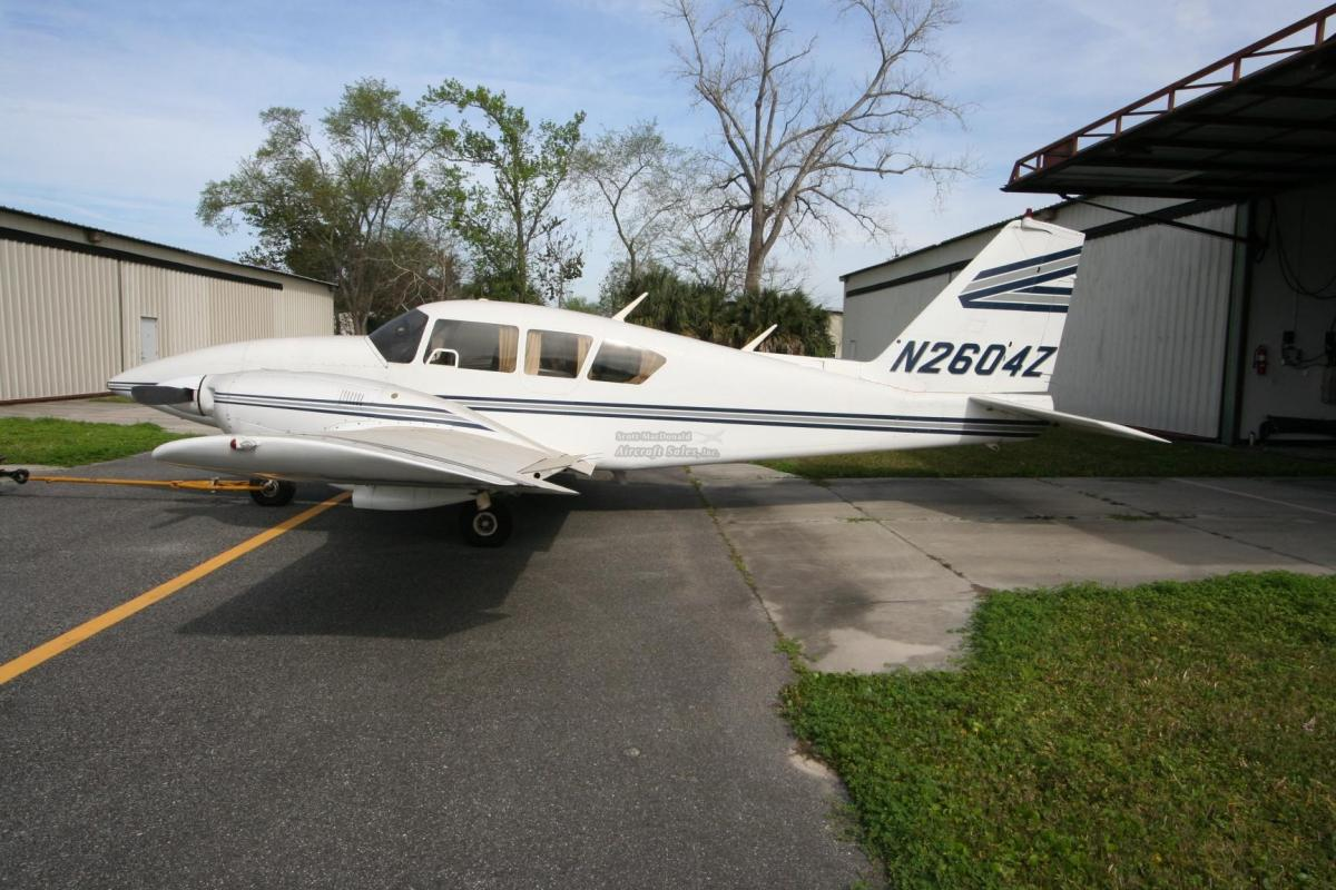 1981 PIPER AZTEC F Photo 2