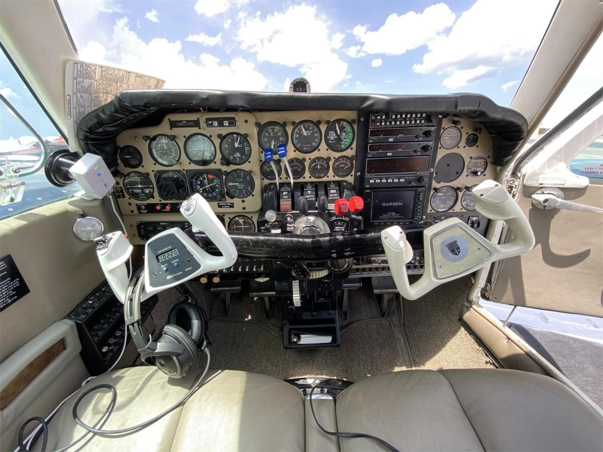 1975 BEECHCRAFT E55 BARON  Photo 4