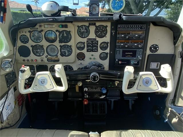 1990 BEECHCRAFT F33A BONANZA Photo 6