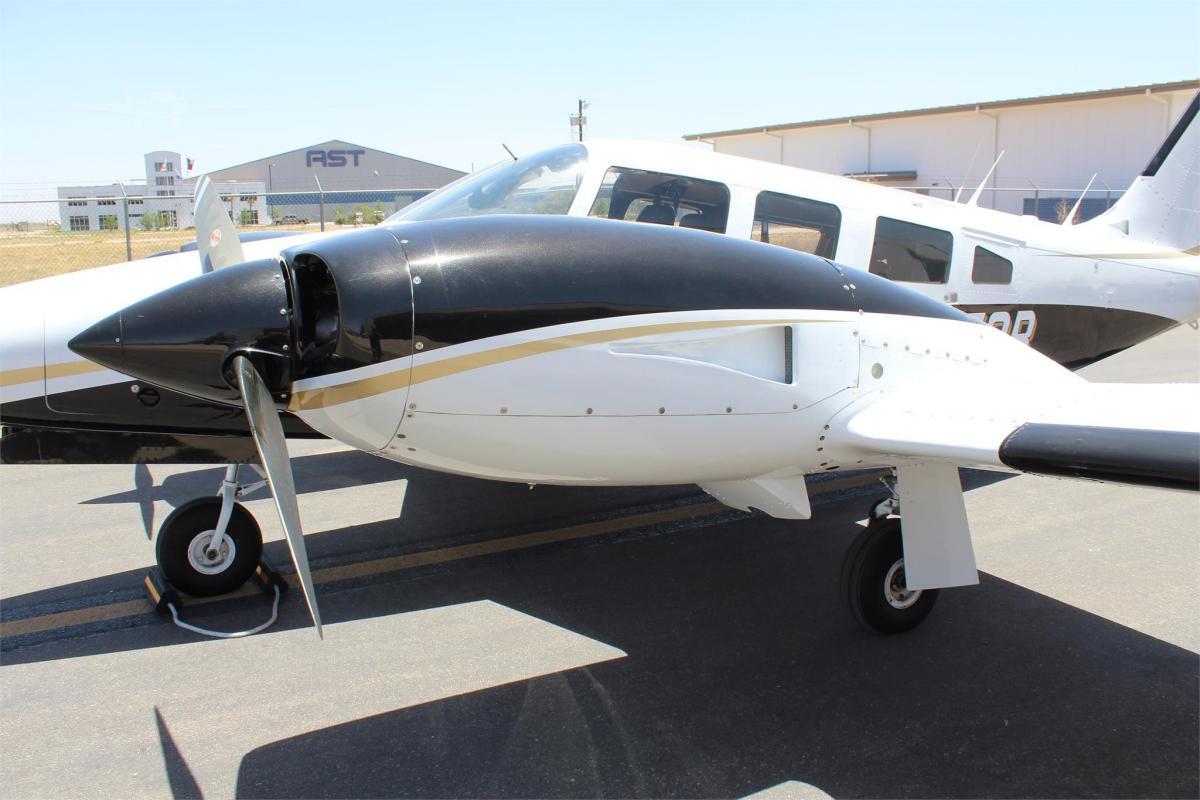 1980 PIPER SENECA II Photo 2