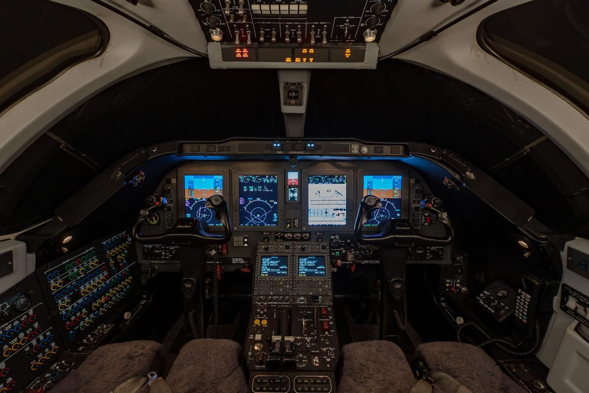 2006 Hawker 400XP Photo 2