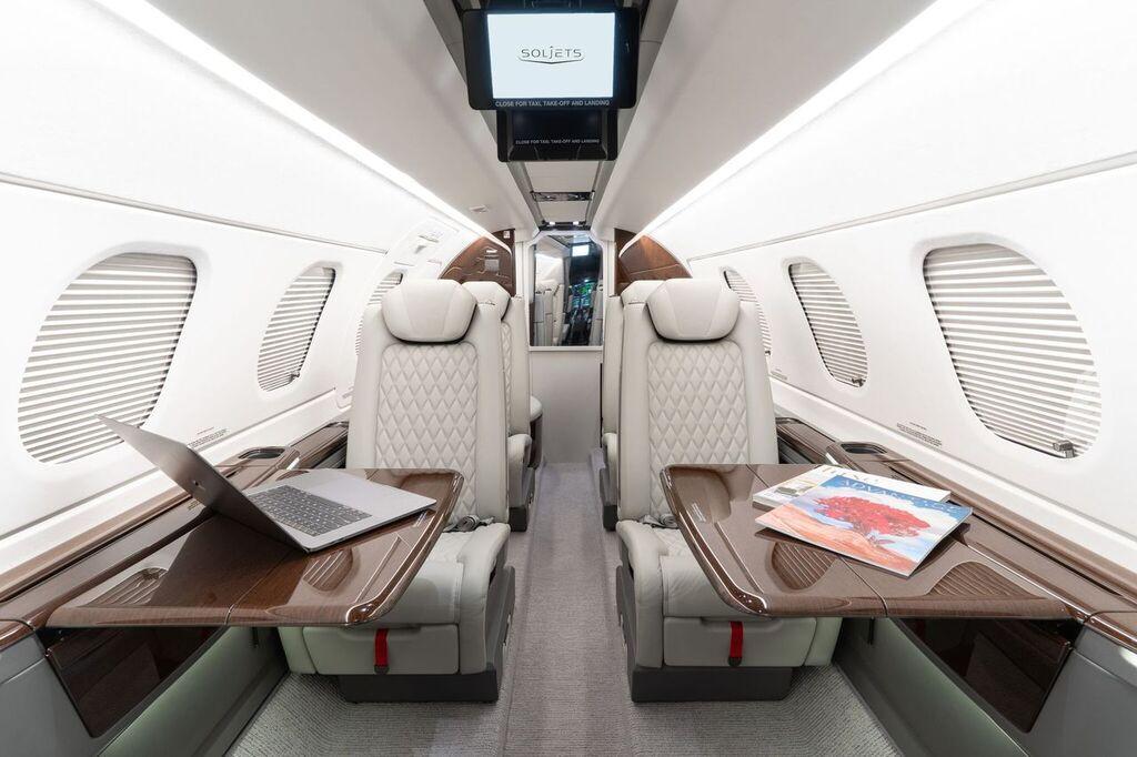 2019 Embraer Phenom 300E Photo 2