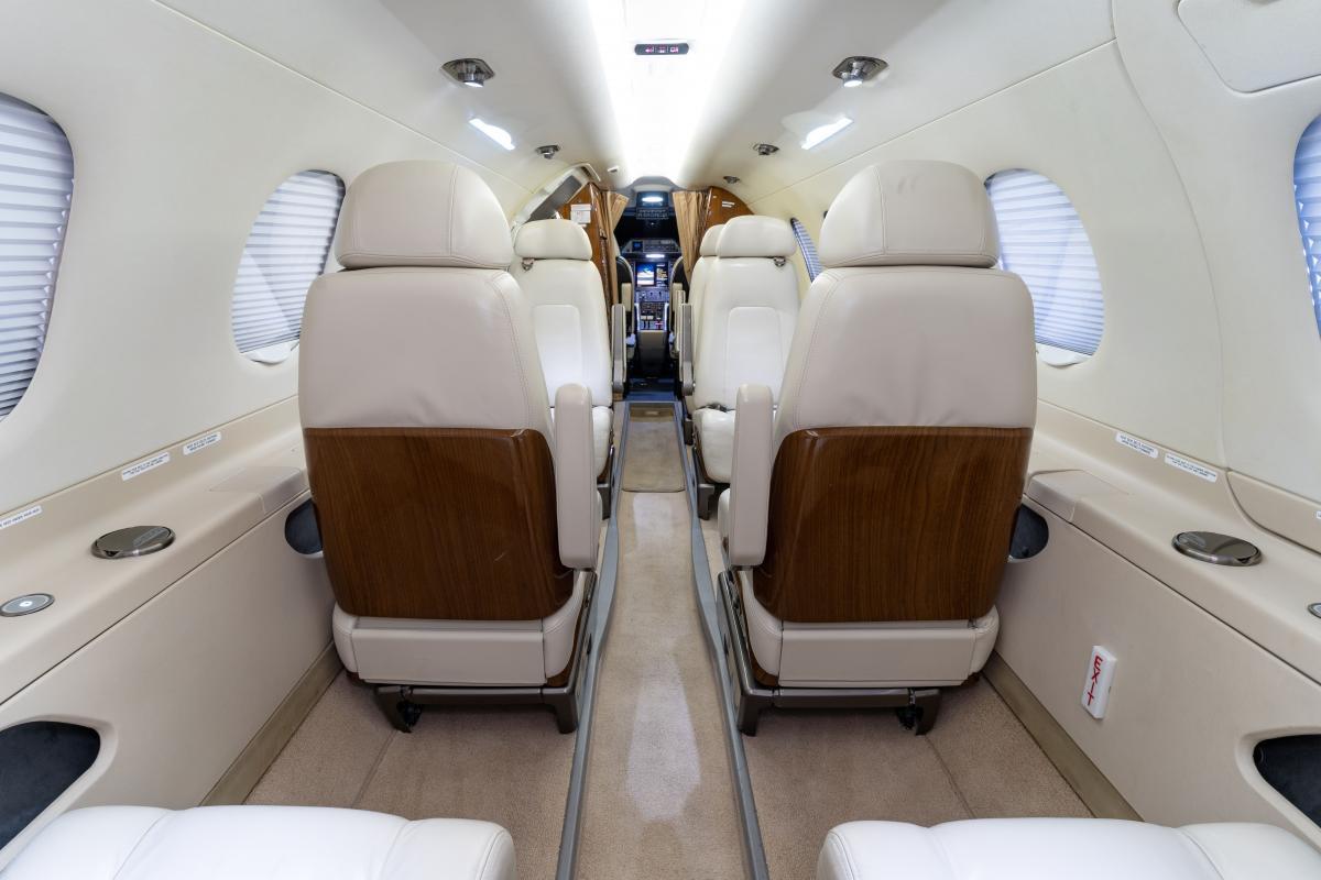 2012 Embraer Phenom 300 Photo 7