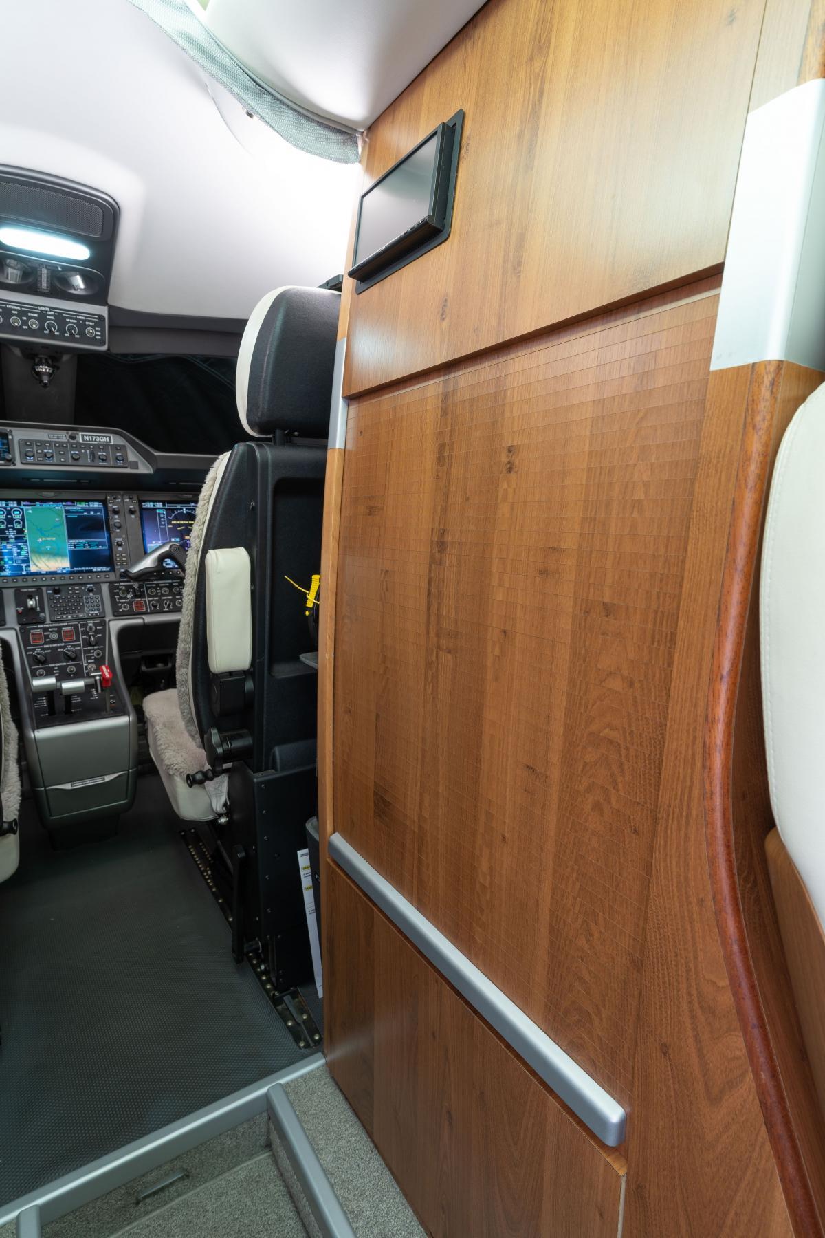 2010 Embraer Phenom 100 Photo 7