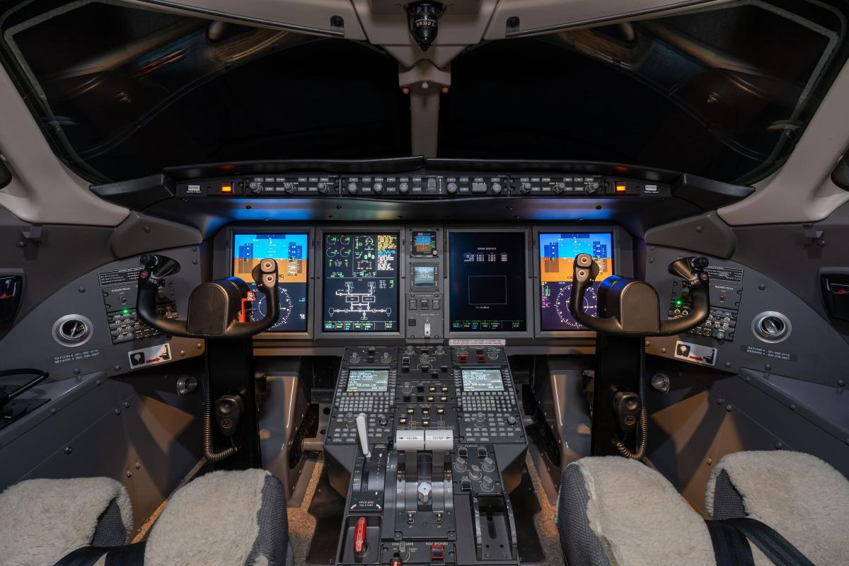 2007 Bombardier Challenger 300 Photo 5