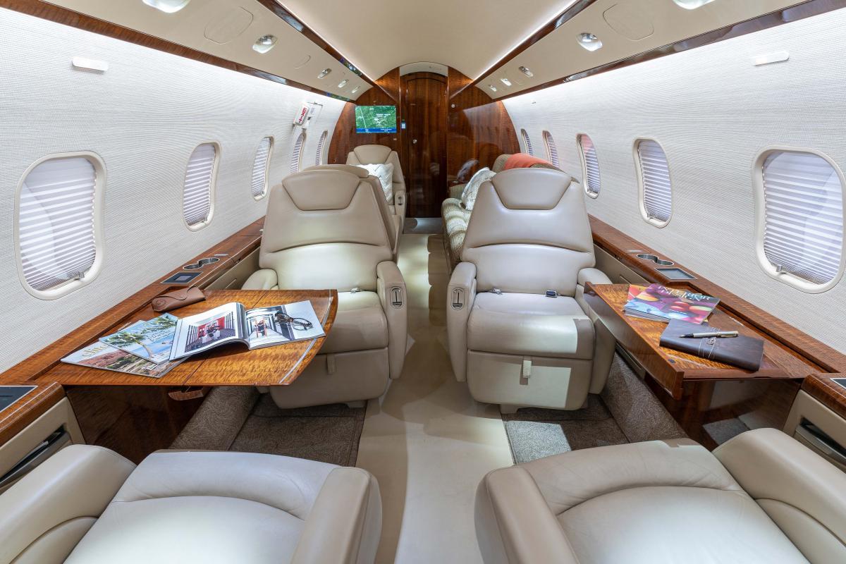 2007 Bombardier Challenger 300 Photo 3