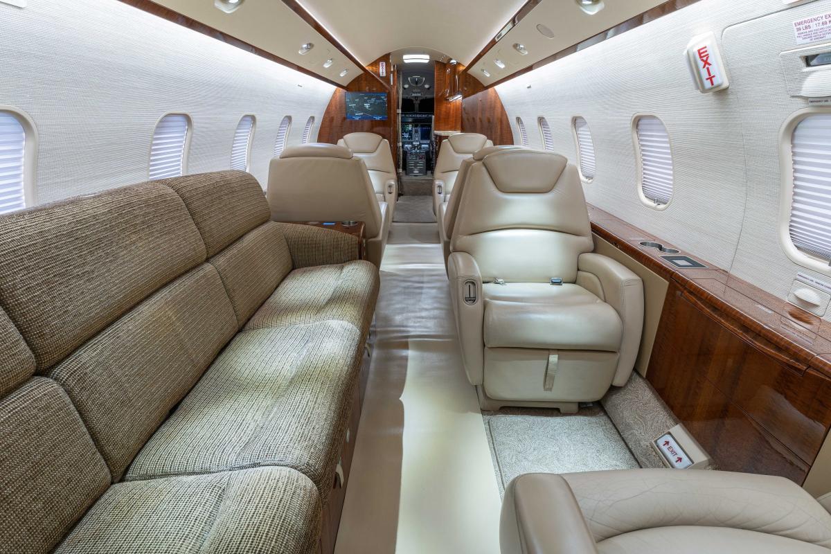 2007 Bombardier Challenger 300 Photo 6