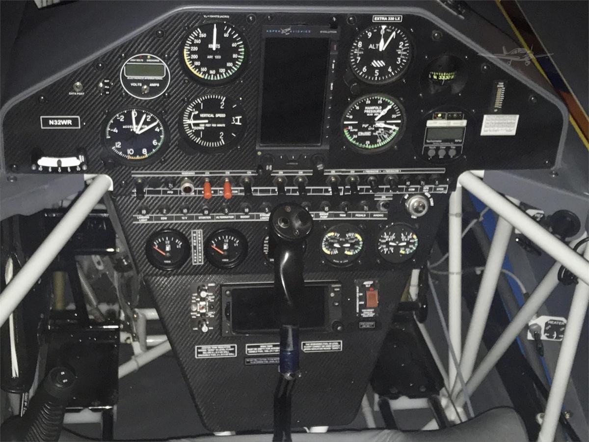 2014 EXTRA AIRCRAFT EA 330LX  Photo 3