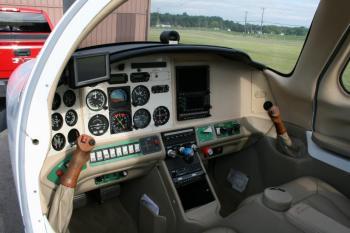 2003 Cessna / Columbia / Lancair 300 - Photo 8