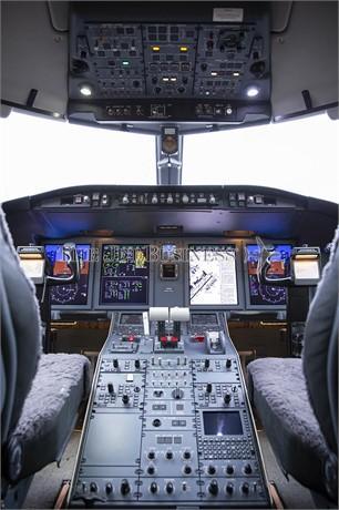 2012 BOMBARDIER CHALLENGER 605 Photo 5