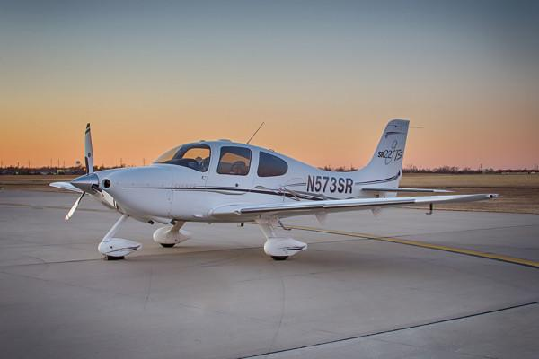 2006 Cirrus SR22 Photo 2