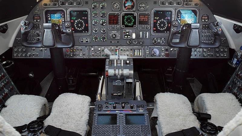 1998 Learjet 60 Photo 6