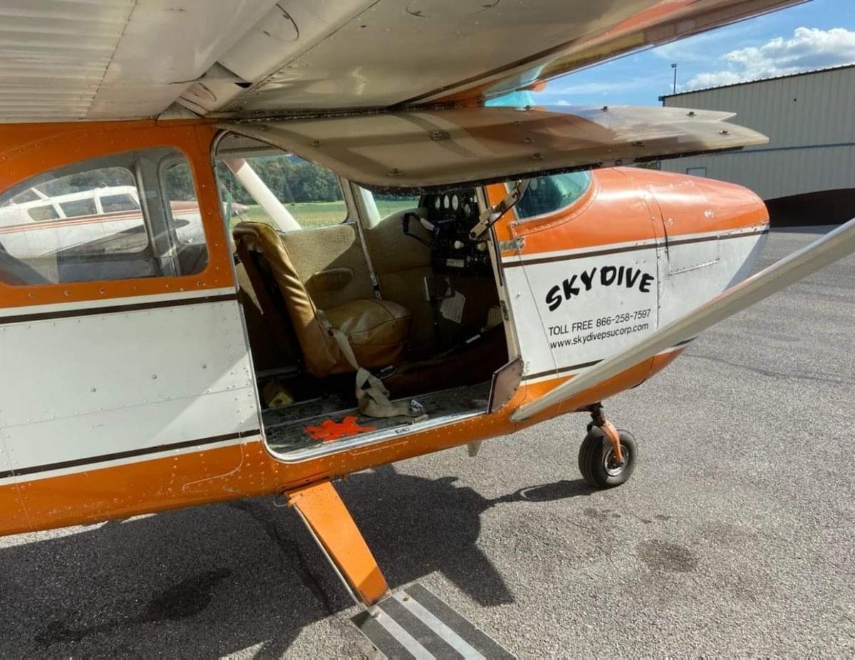 1957 Cessna 182 Photo 3