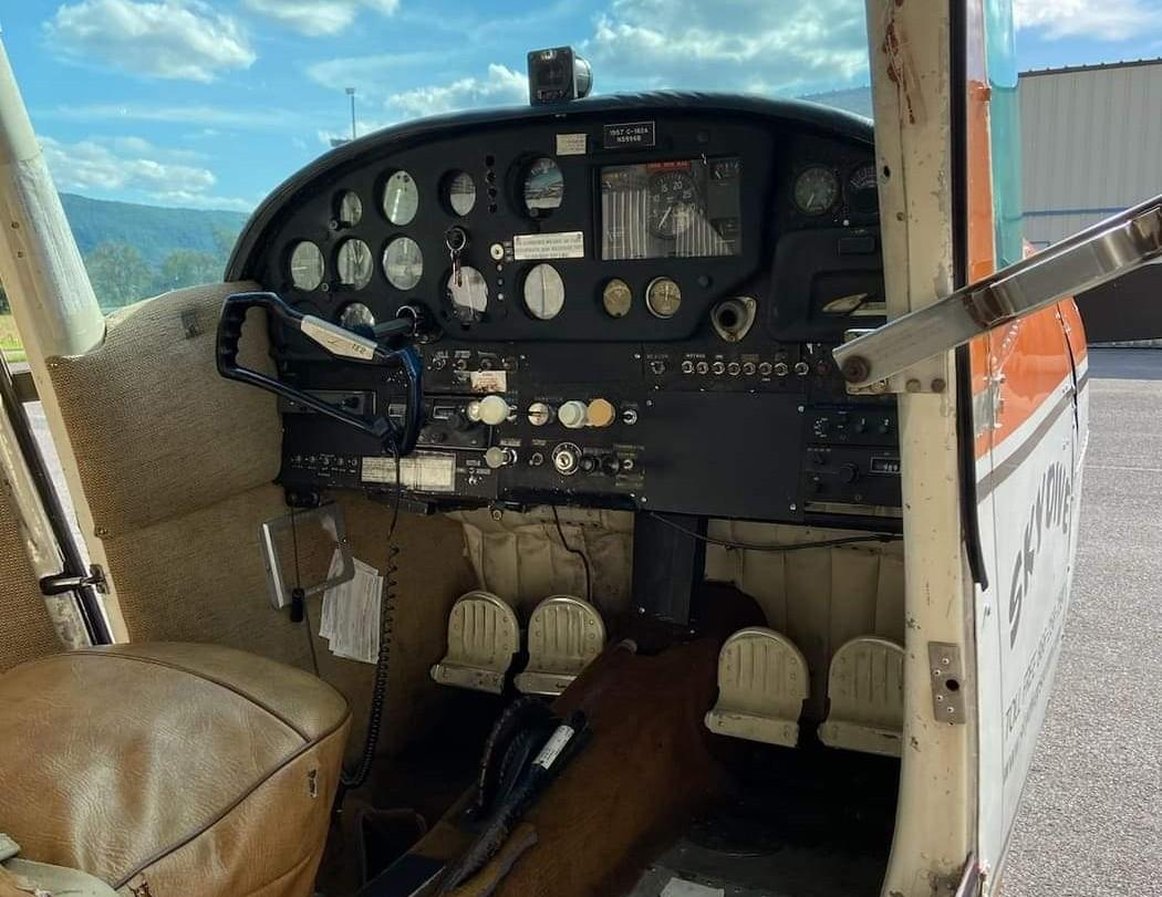 1957 Cessna 182 Photo 4