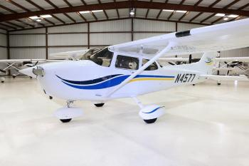 1999 CESSNA 172S SKYHAWK SP - Photo 2