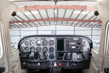 1999 CESSNA 172S SKYHAWK SP - Photo 6