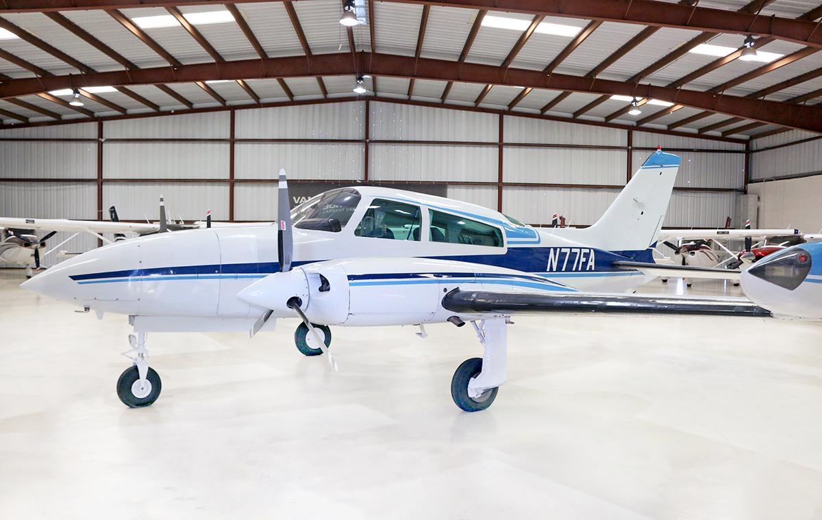 1974 Cessna 310R Photo 2