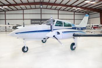 1974 Cessna 310R - Photo 2