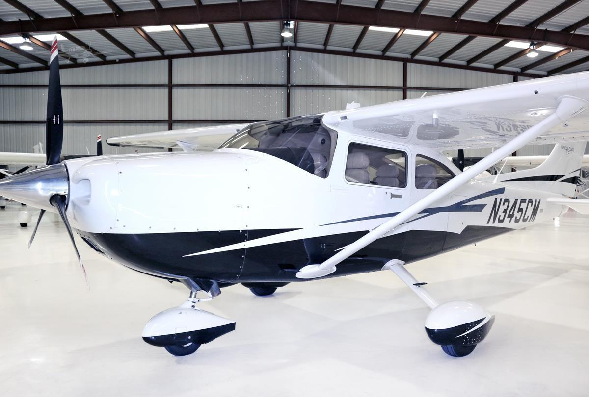 2010 CESSNA TURBO 182T SKYLANE Photo 2