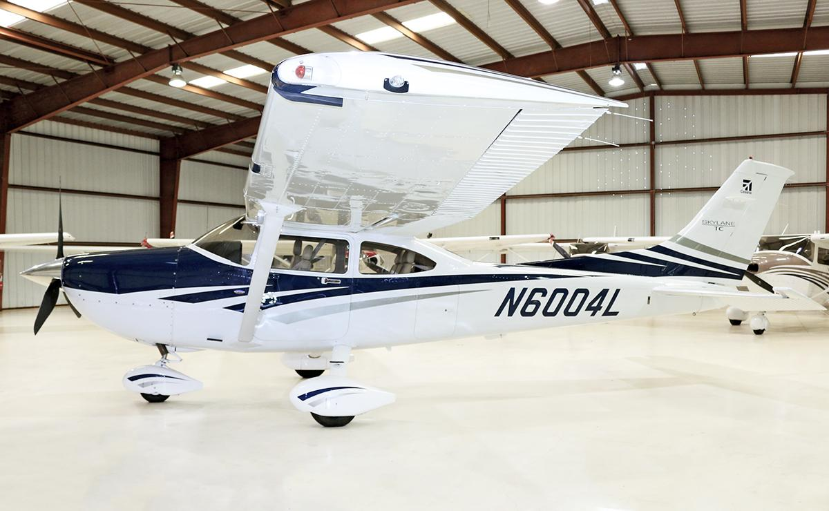 2006 Cessna T182T Turbo Skylane Photo 2