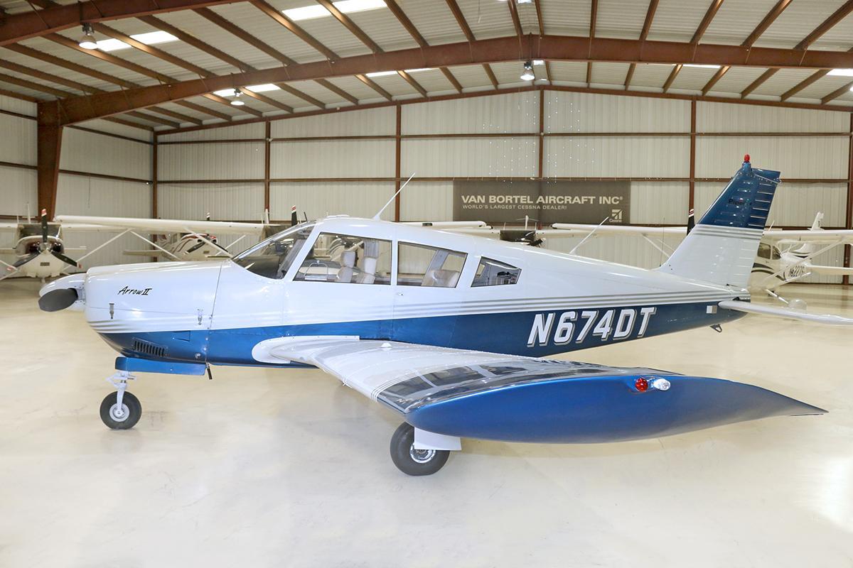 1969 Piper Arrow PA-28R-200 Photo 2
