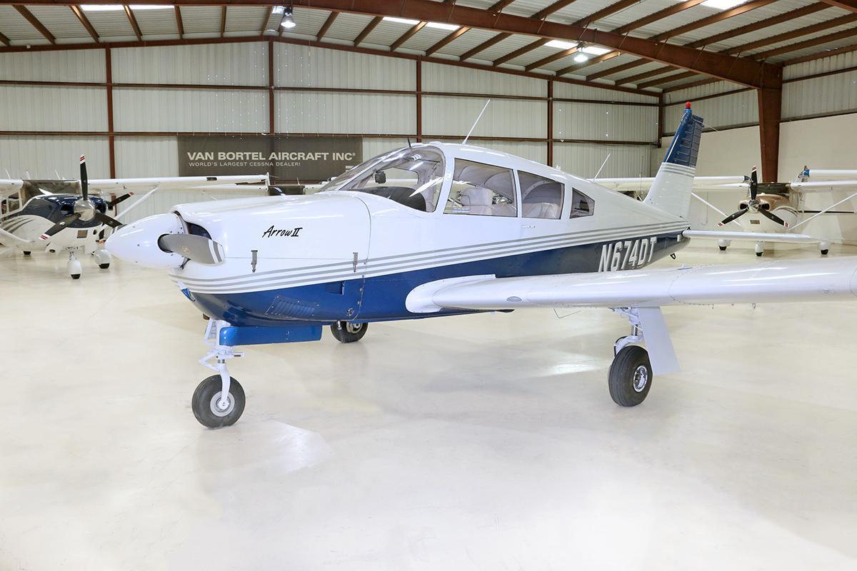 1969 Piper Arrow PA-28R-200 Photo 3
