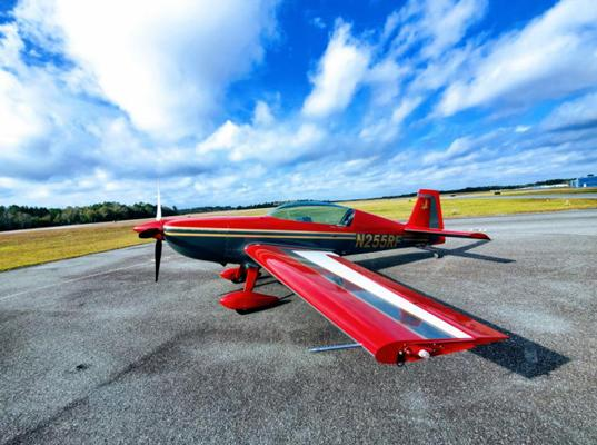 2015 Extra Aircraft 330LP Photo 2